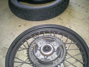 タイヤの取り外し完了