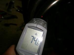 マフラーの温度を測る