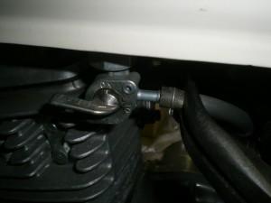 ガソリンホースを取り外す