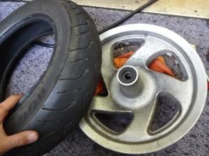 タイヤを取り外した