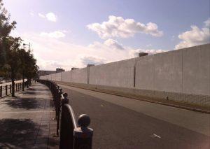 延々と続く壁
