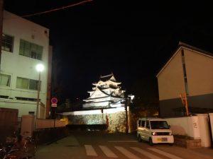 お城が見える岸城神社