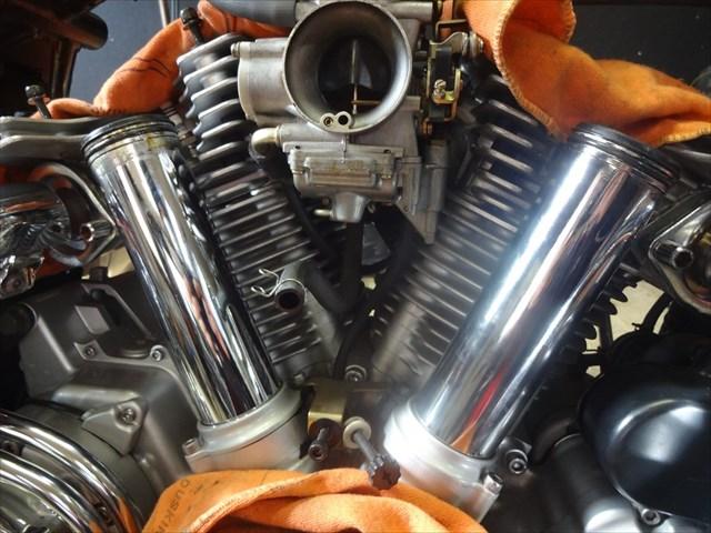 ロッカーカバーを取り外したエンジン