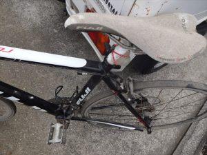 埃と土まみれの自転車