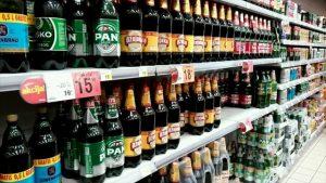 棚に並んだボトル