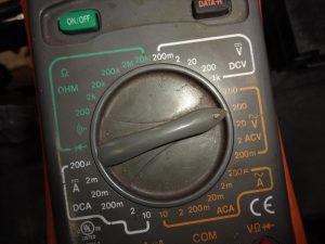 ACV(交流電圧)に合わせる