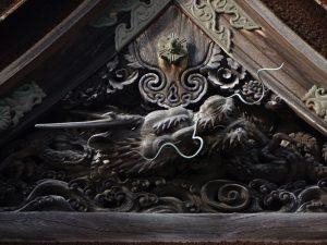 大玄関上の龍の彫り物