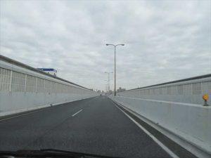 阪神高速を走る