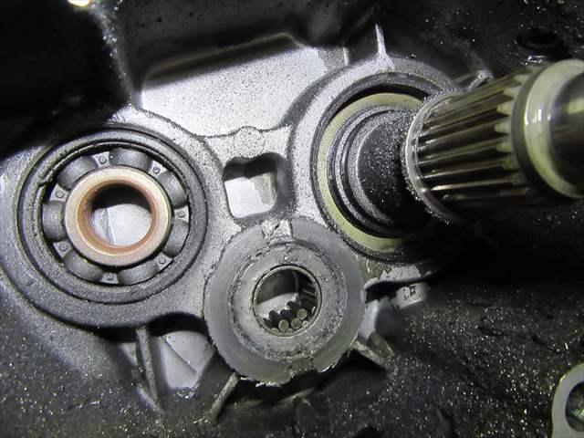 ギヤボックスのエンジン側