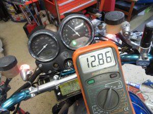 標準H4バルブでの充電電圧:4,000rpm