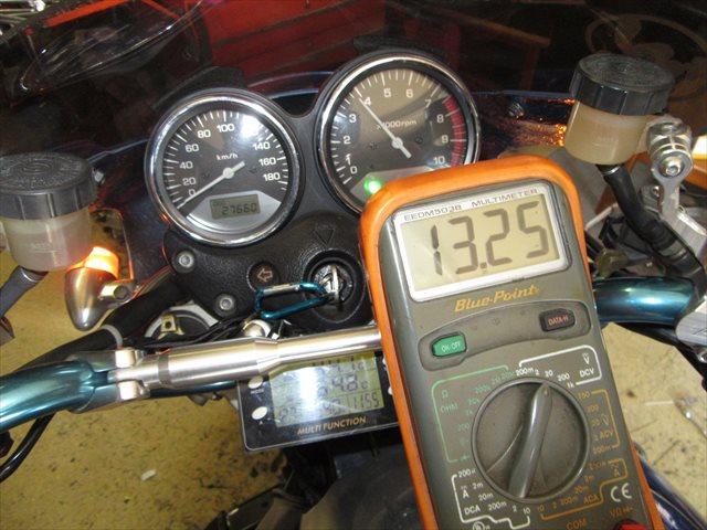 充電電圧の計測:ヘッドライトON