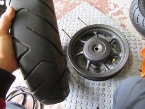 タイヤを取外した