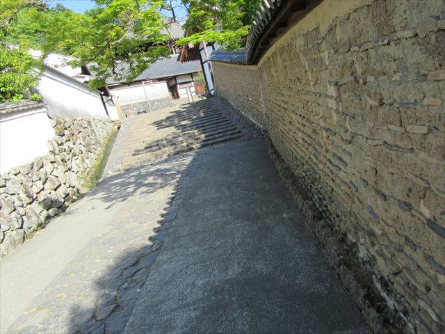二月堂供田脇の土壁
